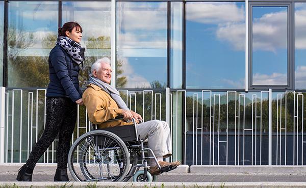 Offres d'emploi Auxiliaires de vie La Baule et Saint-Nazaire (44) - Aide à domicile pour personnes âgées