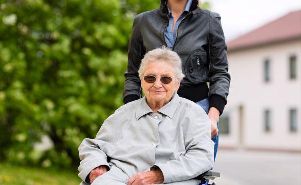 Offre d'emploi auxiliaires de vie à Vannes (56) par Petits-fils, aide à domicile pour personnes âgées