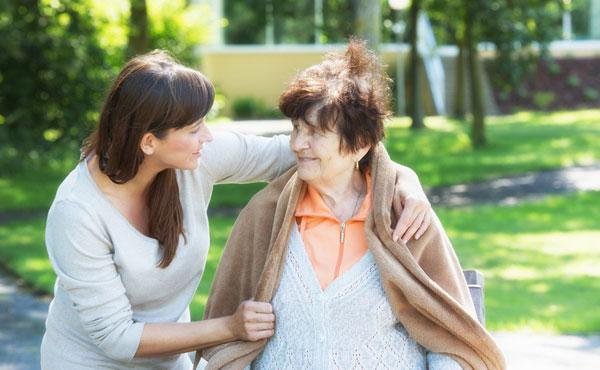 Offre d'emploi auxiliaires de vie à La Roche-sur-Yon (85) par Petits-fils, aide à domicile pour personnes âgées