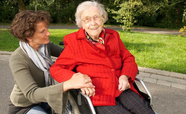 Offre d'emploi auxiliaires de vie à Saint-Cloud (92) par Petits-fils, aide à domicile pour personnes âgées
