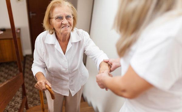 Offre d'emploi auxiliaires de vie à Poitiers (86) par Petits-fils, aide à domicile pour personnes âgées