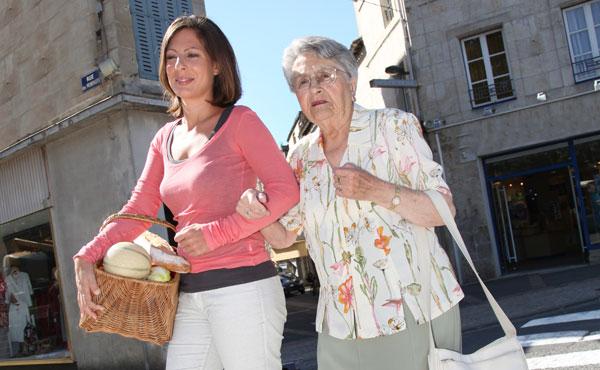Offre d'emploi - Auxiliaires de vie à Issy-les-Moulineaux (92) par Petits-fils, aide à domicile pour personnes âgées